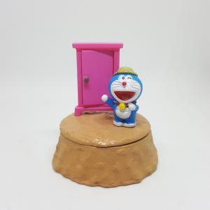 Doraemon-pho-tuong-than-khong-lo-Pero-canh-cua-than-ki.jpg