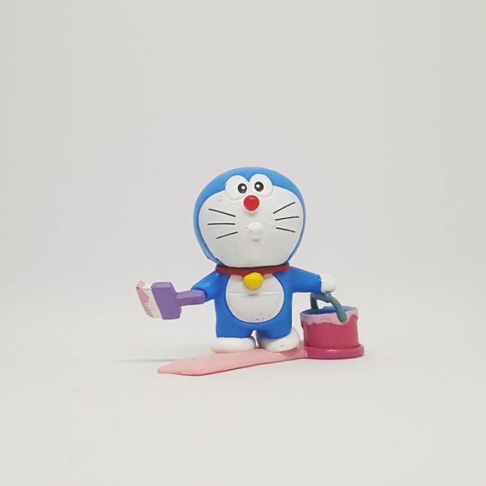 Doraemon-bao-boi-son-phan-trong-luc.jpg
